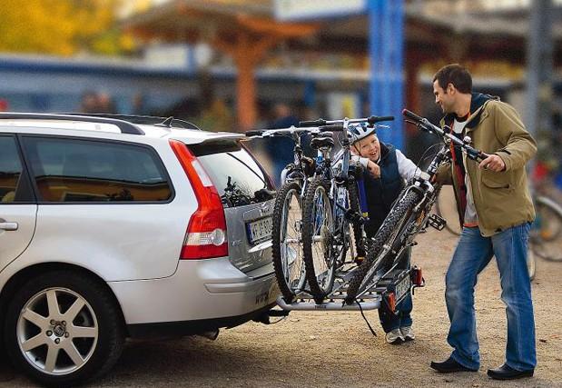 Установка на велодержатель трёх велосипедов