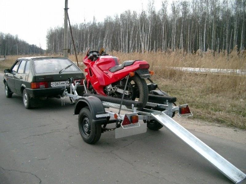 Гидромотоцикл транспортируется на специальном прицепе