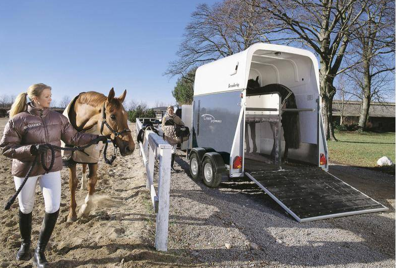 Прицеп для транспортировки лошадей